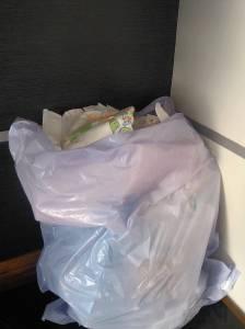 Um dos nossos sacos de lixo antes das fraldas de pano